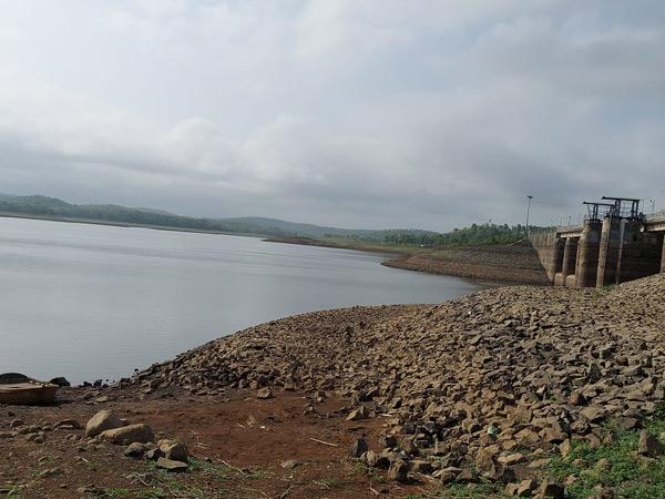 આમલી ડેમમાં દર વર્ષની જેમ આ વખતે પાણી ખૂટ્યું નથી. જેના કારણે ખેડૂતોને પાણી મળી રહેશે. - Divya Bhaskar