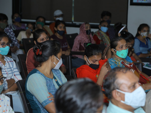 મિનીબજાર લોકસમર્પણ બ્લડ બેન્કમાં સૌરાષ્ટ્ર પટેલ સેવા સમાજના કાર્યક્રમમાં 150 પરિવારોને સહાય અર્પણ કરાઈ હતી. - Divya Bhaskar