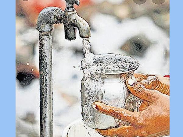 આણંદ શહેરમાં હાલમાં બોર કુવાનું પાણી પૂરુ પાડવામાં આવે છે. જે ક્ષાર યુક્ત અને 900થી વધુ TDS ધરાવતું હોવાથી નગરજનો પથરી અને હાડકા જકડાઈ જવા જેવી બીમારીઓથી પીડાય છે. - Divya Bhaskar