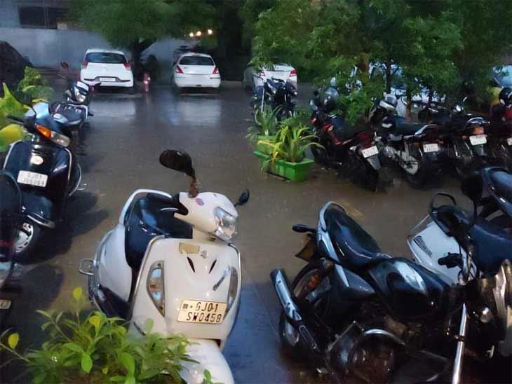 વરસાદને પગલે દિવસભરના બફારા બાદ લોકોને રાહત થઈ