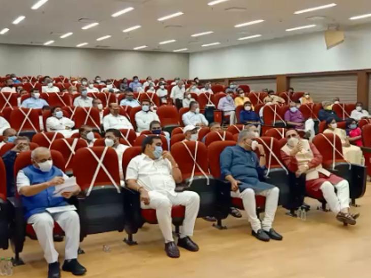 ભાજપના 112 ધારાસભ્યો સાથે મિટીંગનું આયોજન કરવામાં આવ્યું હતું - Divya Bhaskar