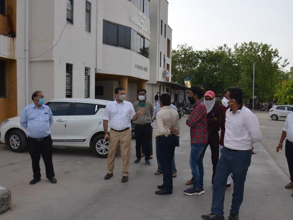 કલેકટર અને અધિક નિવાસી કલેક્ટરે મામલતદાર સંકુલની મુલાકાત લીધી. - Divya Bhaskar