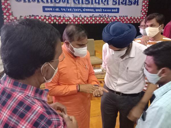 જિલ્લામાં મા કાર્ડ રિન્યૂ કરવા અને નવા કાઢી આપવા માંગ પાટણ,Patan - Divya Bhaskar