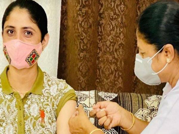 મહિલા કર્મીનો સાદો ખુલાસો ગ્રાહ્ય રાખીને ગીતા રબારીના રસી પ્રકરણનો 'ધી એન્ડ' ભુજ,Bhuj - Divya Bhaskar
