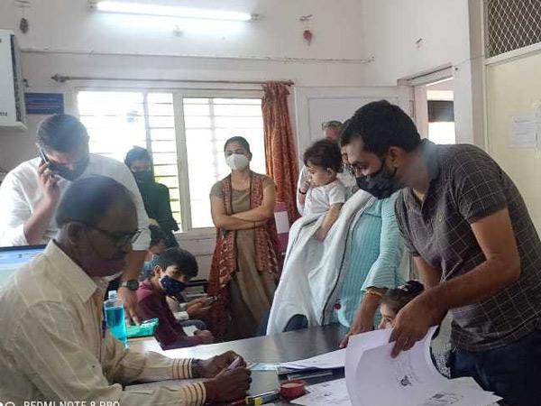 કોરોનાની બીજી લહેર પછી મહેસાણા પાસપોર્ટ કેન્દ્રમાં ધસારો, રોજની એપોઇન્ટમેન્ટ 40થી વધારી 80 કરાઇ મહેસાણા,Mehsana - Divya Bhaskar