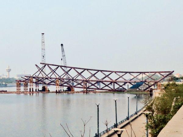 સાબરમતિ નદી પરના આકર્ષક ફૂટ ઓવરબ્રિજનું ડિસેમ્બરમાં લોકાર્પણ થશે, પદયાત્રીઓ અને સાઇક્લિસ્ટો આવન જાવન કરી શકશે|અમદાવાદ,Ahmedabad - Divya Bhaskar