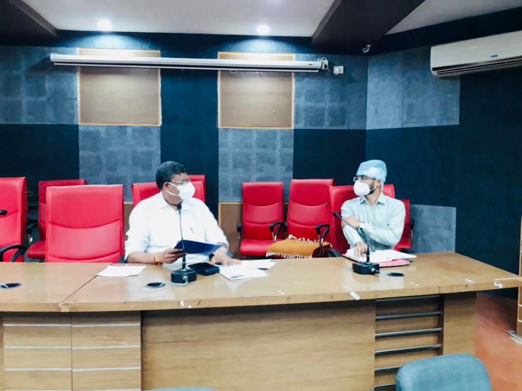 રાજકોટમાં જિલ્લા પંચાયતમાં કોરોનાની ત્રીજી લહેર સામે લડવા એક્શન પ્લાન તૈયાર, 54 પ્રાથમિક આરોગ્ય કેન્દ્રો અપગ્રેડ કરવા નિર્ણય|રાજકોટ,Rajkot - Divya Bhaskar