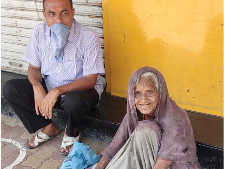 ગરીબ અને અશક્તોને તેમના રહેઠાણ સુધી સેવા આપવામાં આવે છે.