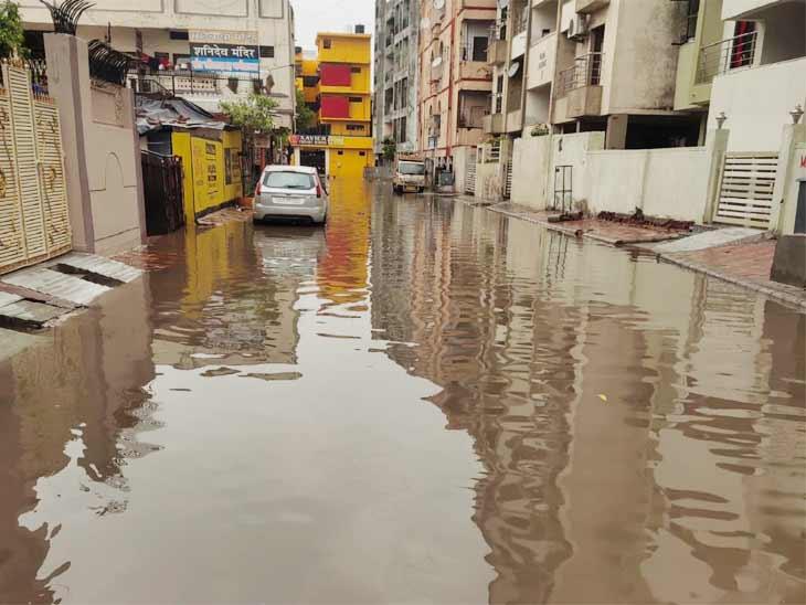 સોસાયટીઓમાં પણ વરસાદી પાણી ભરાયા છે