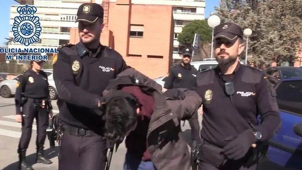 21 ફેબ્રુઆરી, 2019ના રોજ પોલીસે અલ્બર્ટોની ધરપકડ કરી હતી.
