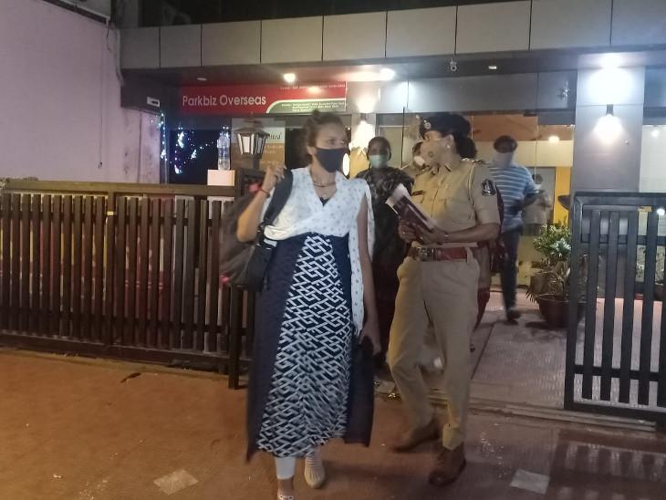 રાજકોટની હોટલ પાર્ક ઇનમાંથી ઝડપાયું કૂટણખાનું , પોલીસે વડોદરાની મહિલા, રાજકોટના પુરુષની અને હોટલ મેનેજરની કરી ધરપકડ|રાજકોટ,Rajkot - Divya Bhaskar