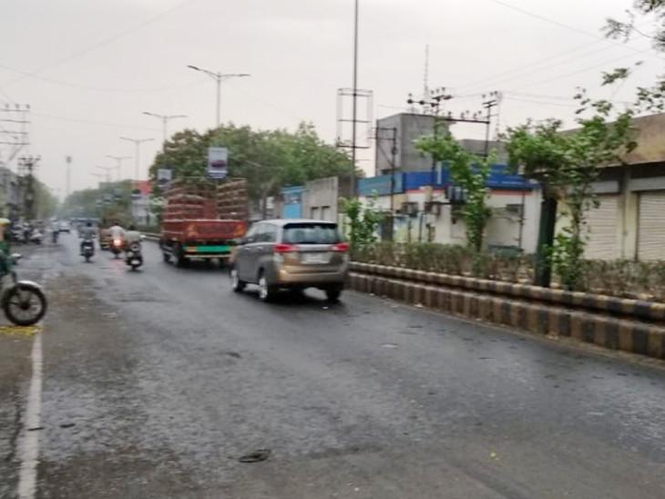 ઝરમર વરસાદથી શહેરના રાજમાર્ગો ભીંજાયા. - Divya Bhaskar