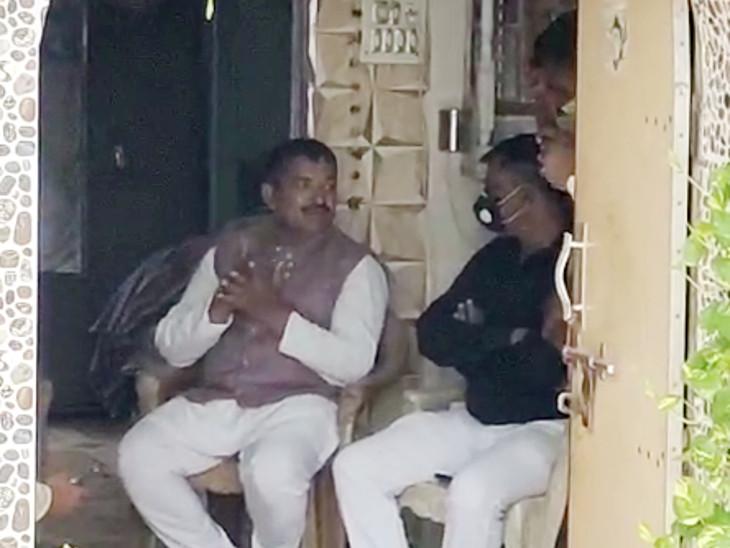 પાટીદાર અને ક્ષત્રિય બાદ કોળી-ઠાકોર સમાજ મેદાને, બેઠક મળી, અમિત ચાવડા, કુંવરજી બાવળિયા, અલ્પેશ ઠાકોરમાંથી કોઇ એકને CM બનાવવા માંગ રાજકોટ,Rajkot - Divya Bhaskar