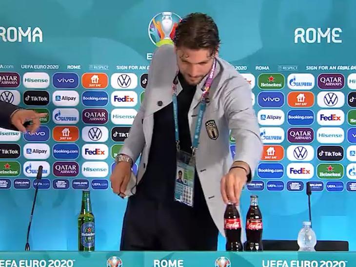 રોનાલ્ડો પછી હવે આ ફૂટબોલરે પણ કોકા કોલાની બોટલો હટાવી, પોગ્બા બિયર જોઈને ભડક્યાં: વીડિયો વાયરલ|સ્પોર્ટ્સ,Sports - Divya Bhaskar