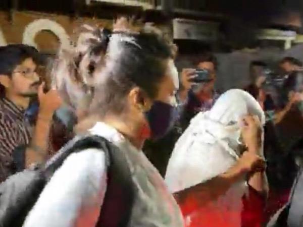 મુંબઈની પોલીસ અને એનજીઓની ટીમે દરોડો પાડી કાર્યવાહી કરી હતી. - Divya Bhaskar