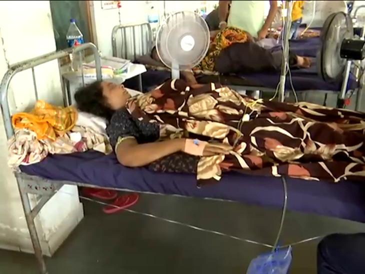 સિવિલ હોસ્પિટલમાં સારવાર લેતા દર્દીઓ. - Divya Bhaskar