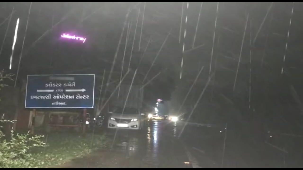ખેડા જિલ્લામાં ગતરાત્રે સાર્વત્રિક વરસાદ, નડિયાદમાં બે કલાકમાં જ બે ઈંચ વરસાદ ખાબક્યો નડિયાદ,Nadiad - Divya Bhaskar