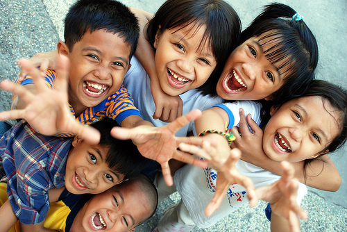 WHO અને AIIMSનો દાવો છે કે કોરોનાની ત્રીજી લહેર બાળકો પર વધારે અસર કરશે નહીં.