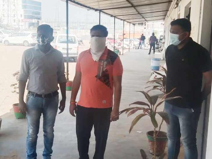 કણભામાં સ્ટેટ મોનિટરિંગ સેલે દારૂ સહિત 1 કરોડનો બંસીનો મુદ્દામાલ જપ્ત કર્યો, DGPએ PSI સાંભડને સસ્પેન્ડ કર્યા અમદાવાદ,Ahmedabad - Divya Bhaskar