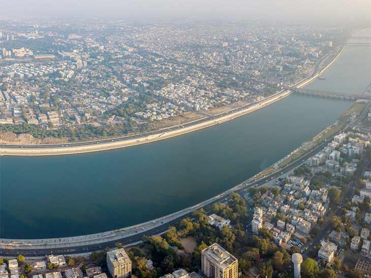 સાબરમતીમાં કોરોના વાયરસ હોવાની IIT ગાંધીનગરના રિસર્ચ બાદ AMCએ નદીમાંથી સેમ્પલ લીધા|અમદાવાદ,Ahmedabad - Divya Bhaskar