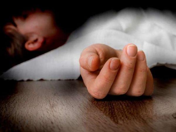મશીનની ઝપેટમાં આવી જતાં બાળક ઉછળીને જમીન પર પટકાયું હતું, પરંતુ તેનો હાથ કપાઈ ગયો હતો. - Divya Bhaskar