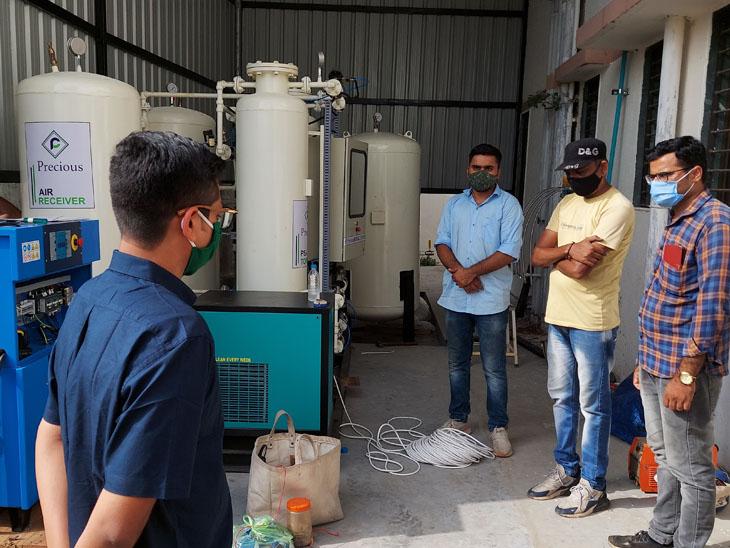 સંખેડા સી.એચ.સી.માં ઓક્સિજન પલાન્ટની કામગીરીનું નિરીક્ષણ ડી.ડી.ઓ.એ કર્યું હતું. - Divya Bhaskar