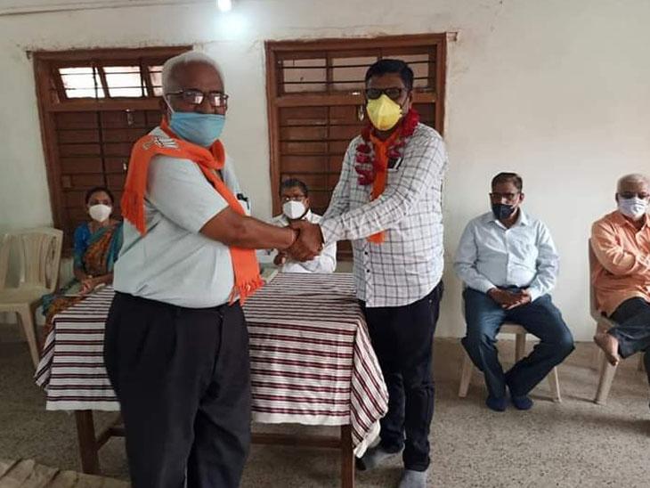 પાદરા શહેર ભાજપ દ્વારા સેવા હિ સંગઠન અંતર્ગત બેઠક મળી હતી. - Divya Bhaskar