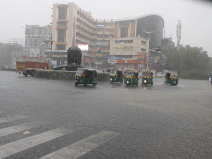 વડોદરામાં આજે સવારથી જ ધીમીધારે વરસાદ વરસી રહ્યો છે - Divya Bhaskar