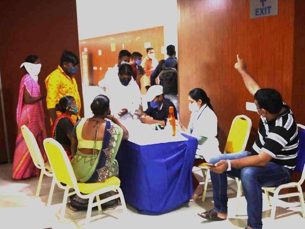 અમદાવાદમાં આજે ફેરિયાઓ, દુકાનદાર, શાકભાજી વિક્રેતા સહિત સુપર સ્પ્રેડર કેટેગરીના 626 લોકોનું વેક્સિનેશન કરાયું|અમદાવાદ,Ahmedabad - Divya Bhaskar