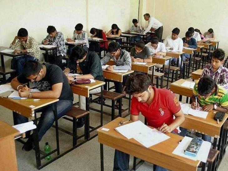 માસ પ્રમોશન મેળવેલા સામાન્ય વિદ્યાર્થીઓ માટે વર્ગની વ્યવસ્થાના અભાવને કારણે રિપીટરોની પરીક્ષા લેવાશે|ગાંધીનગર,Gandhinagar - Divya Bhaskar