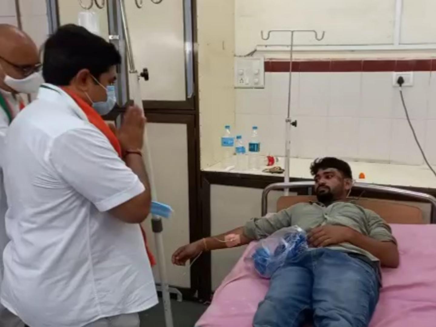 રાહુલ ગાંધીના જન્મદિવસને શહેર કોંગ્રેસે સેવા દિવસ તરીકે ઉજવ્યો, સિવિલ હોસ્પિટલમાં સ્વચ્છતા કીટનું વિતરણ|નવસારી,Navsari - Divya Bhaskar