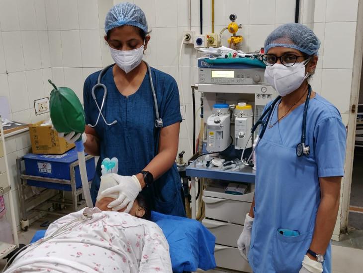 રાજકોટ સિવિલ હોસ્પિટલમાં સફળતાપૂર્વક સર્જરી પાર પાડવામાં આવે છે.
