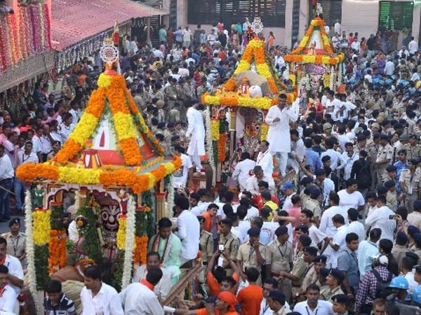 પુરીની જેમ અમદાવાદમાં માત્ર ત્રણ રથ સાથે રથયાત્રા યોજાશે|અમદાવાદ,Ahmedabad - Divya Bhaskar