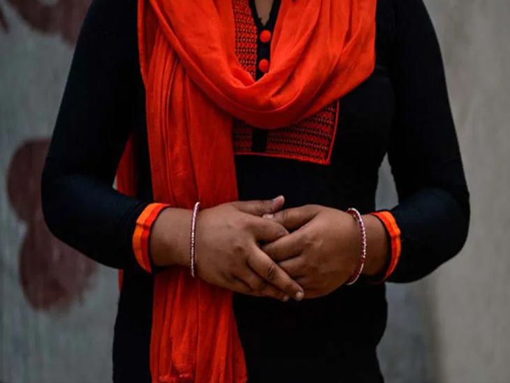 તું મને બહુ ગમે છે, મારી સાથે લગ્ન કરી લે, તારા પતિનું બધું દેવું પૂરું કરી દઈશ, નાનપણના મિત્રની પત્ની પર યુવકની નજર બગડી|અમદાવાદ,Ahmedabad - Divya Bhaskar