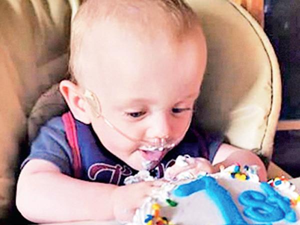 ફક્ત સાડાચાર મહિને બાળકનો જન્મ, ડૉક્ટરોએ કહ્યું હતું- બચવાની આશા 0%, આજે તે બાળક 1 વર્ષનું થયું, જન્મદિવસની ઉજવણી કરાઈ|વર્લ્ડ,International - Divya Bhaskar
