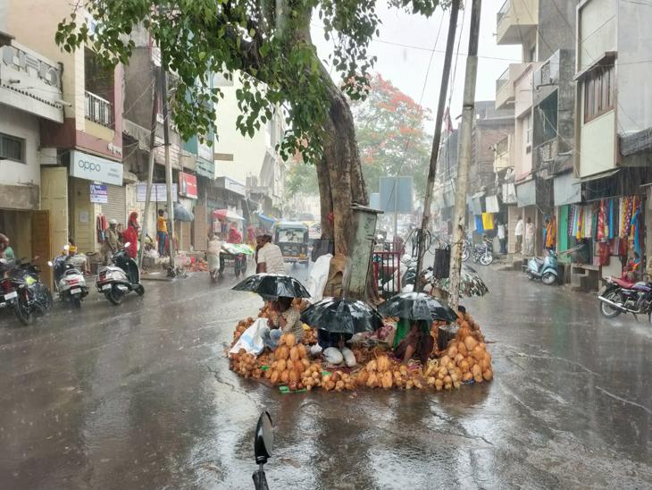 દાહોદમાં 3 દિ' ઝરમર વરસાદ છતાં હજુ જમીન પાણી વિના કોરી દાહોદ,Dahod - Divya Bhaskar