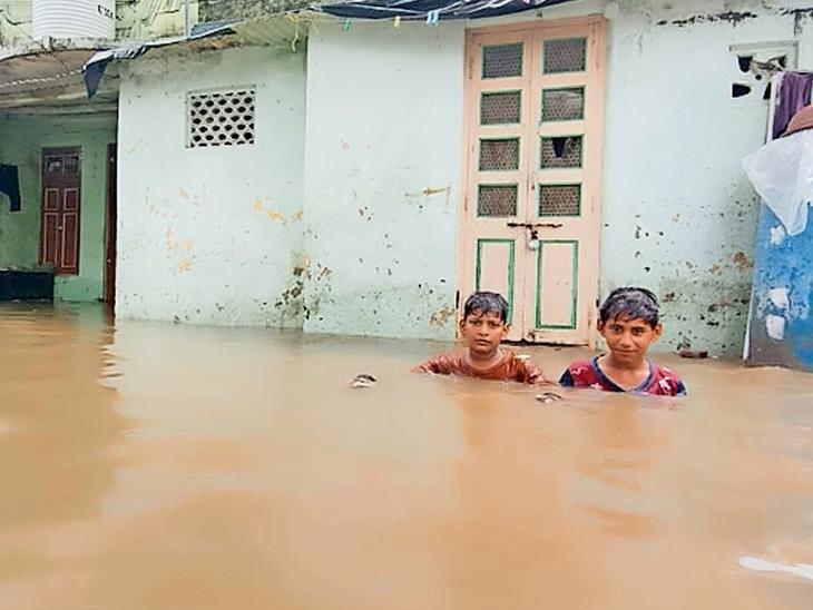 સિદ્ધપુરમાં 4 કલાકમાં 5 ઇંચ, વડગામમાં ત્રણ, ઊંઝામાં અઢી ઇંચ વરસાદ ખાબક્યો મહેસાણા,Mehsana - Divya Bhaskar