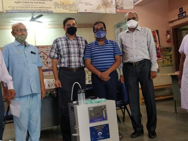 વહેલાલ PHCમાં ઓક્સિજન કોન્સન્ટ્રેટર મશીનનું દાન અપાયું દસ્ક્રોઈ,Daskroi - Divya Bhaskar