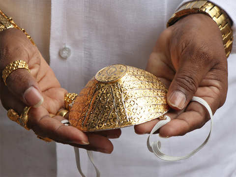 નાગપુરનાં 'ગોલ્ડન બાબા'એ 5 લાખ રૂપિયા ખર્ચી સોનાનું માસ્ક બનાવડાવ્યું, રોજ 2 કિલો સોનું પહેરીને ફરે છે|લાઇફસ્ટાઇલ,Lifestyle - Divya Bhaskar
