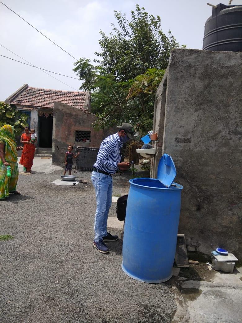 જામનગર જીલ્લાના ગ્રામ્ય વિસ્તારોમાં કોરોના રસીકરણ સાથે મેલેરિયા વિરોધી માસની અવિરત કામગીરી|જામનગર,Jamnagar - Divya Bhaskar