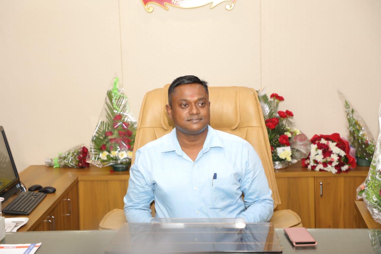 રાજકોટમાં નવ નિયુક્ત અરૂણ મહેશ બાબુએ ચાર્જ સંભાળ્યો, કહ્યું: 'કોરોનાની સંભવિત ત્રીજી લહેર સામેની પૂર્વ તૈયારીઓને અગ્રતા આપીશું'|રાજકોટ,Rajkot - Divya Bhaskar