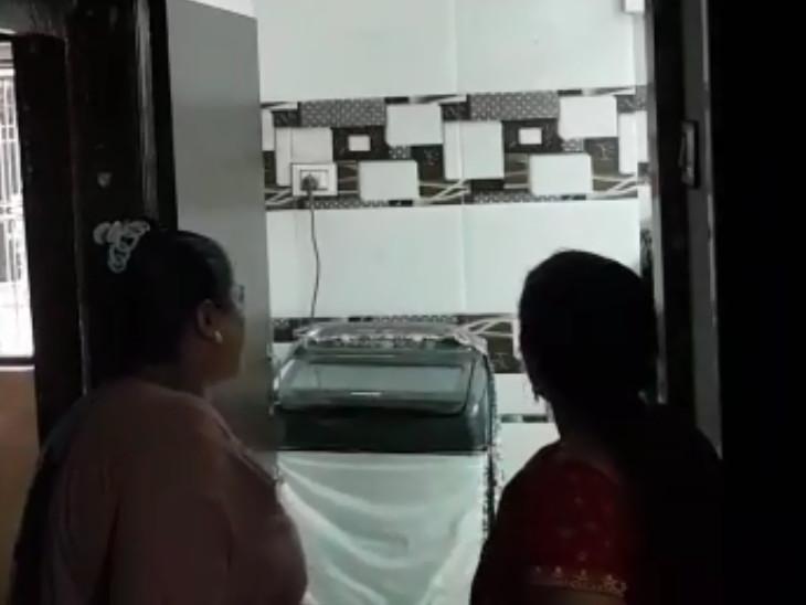 સુરતના પુણામાં ફ્લેટમાં કૂટણખાનું ચાલતું હોવાના આક્ષેપો સાથે રહિશોનો હોબાળો, પોલીસ દોડતી થઈ|સુરત,Surat - Divya Bhaskar