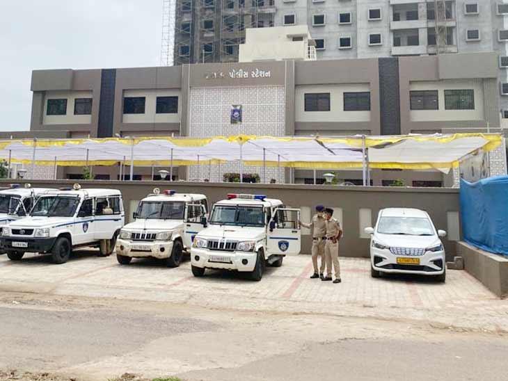 અમદાવાદમાં કોર્પોરેટ ઓફિસ જેવા બિલ્ડિંગમાં ચાંદખેડા અને પાલડી પોલીસ સ્ટેશન તૈયાર, પ્રદીપસિંહ જાડેજાએ લોકાર્પણ કર્યુ અમદાવાદ,Ahmedabad - Divya Bhaskar