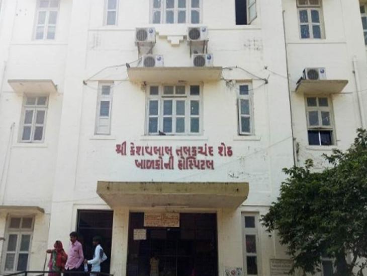 બાળકીની સારવાર સિવિલ હોસ્પિટલમાં આવેલી કે.ટી.ચિલ્ડ્રન હોસ્પિટલમાં ચાલી રહી છે. - Divya Bhaskar