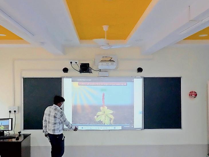 નગર પ્રાથમિક શિક્ષણ સમિતિ ની શાળા ના ફાઈલ ફોટો - Divya Bhaskar