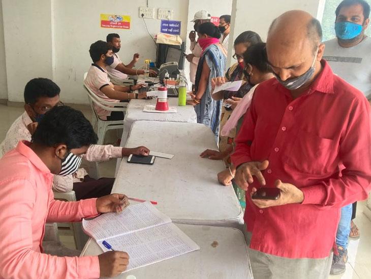 એક દિવસમાં 45,951ને રસી મુકાઈ, ત્રણ દિવસમાં 1.24 લાખનું રસીકરણ|સુરત,Surat - Divya Bhaskar