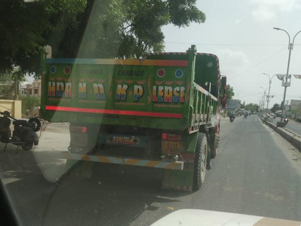 પશ્ચિમ કચ્છ ખાણ ખનીજ વિભાગે ટ્રક અને ટ્રેલરની અટક કરી, 2.19 લાખનો દંડ વસુલ્યો ભુજ,Bhuj - Divya Bhaskar