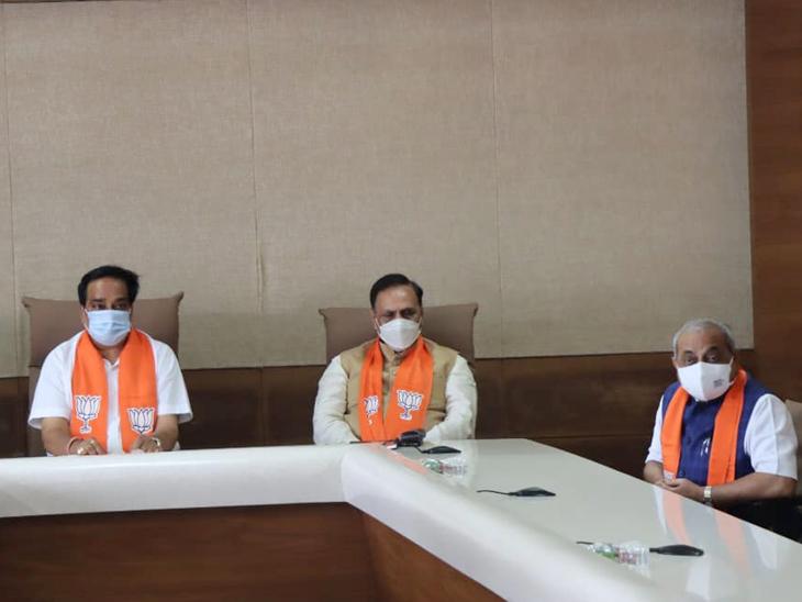 ડાબેથી પ્રદેશ પ્રમુખ પાટીલ, મુખ્યમંત્રી રૂપાણી અને નાયબ મુખ્યમંત્રી નીતિન પટેલ - Divya Bhaskar