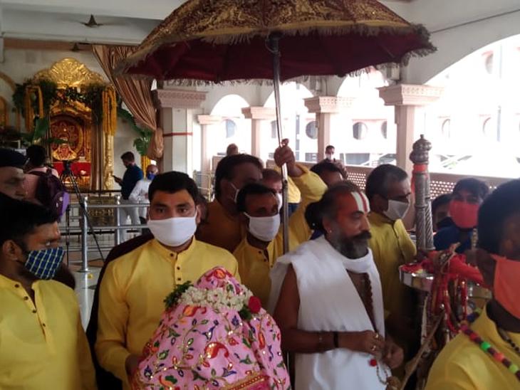 મંદિરમાં જળયાત્રાની તૈયારીઓ શરૂ કરી દેવામાં આવી છે.
