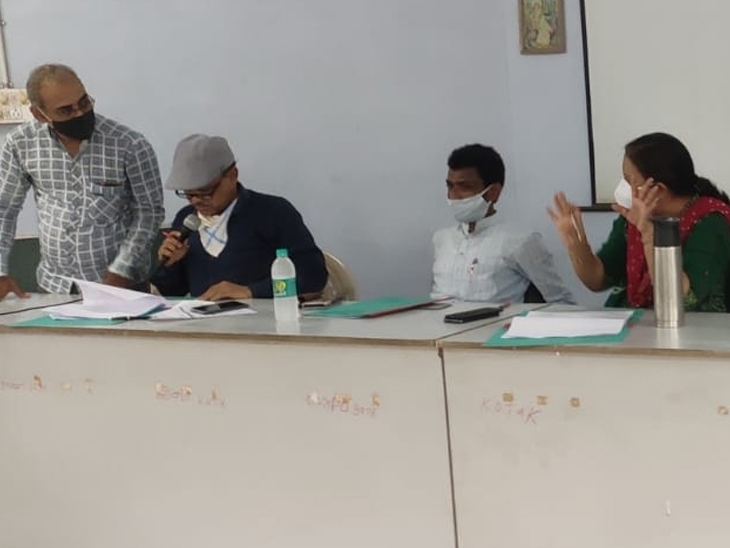 સુરેન્દ્રનગર જિલ્લા શિક્ષણ સમિતિની બેઠક યોજાઇ હતી. - Divya Bhaskar